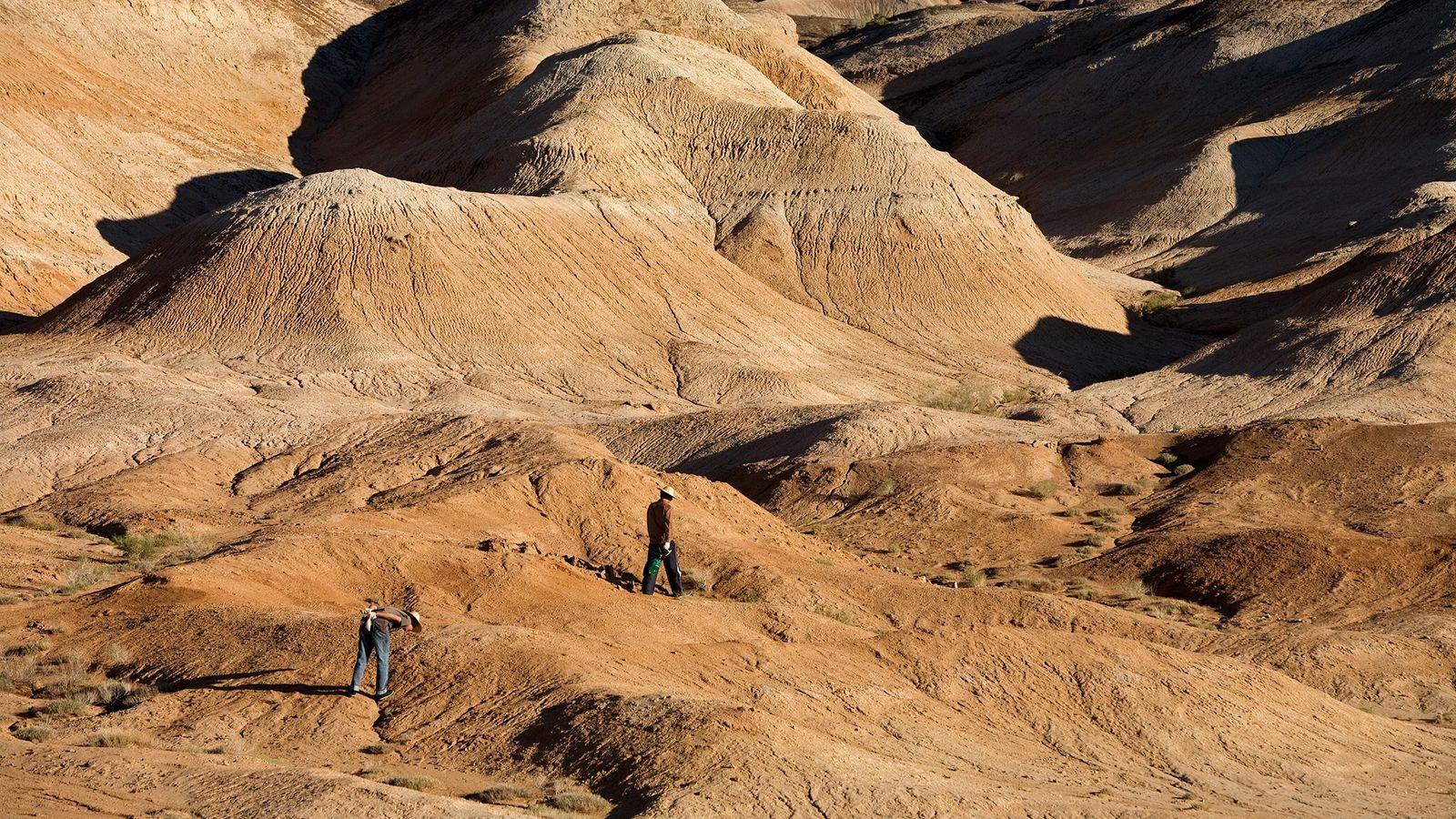 Cientistas perscrutam a bacia de Junggar, no norte da China. Por todo o país, as rochas ...