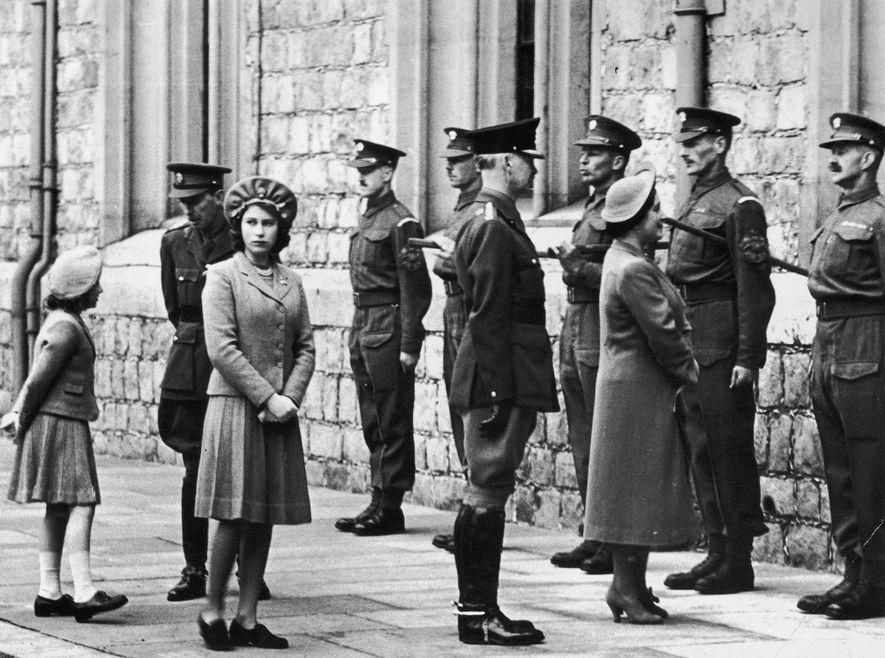 A Rainha Isabel II sempre se orgulhou do seu estatuto de chefe das Forças Armadas Britânicas. ...