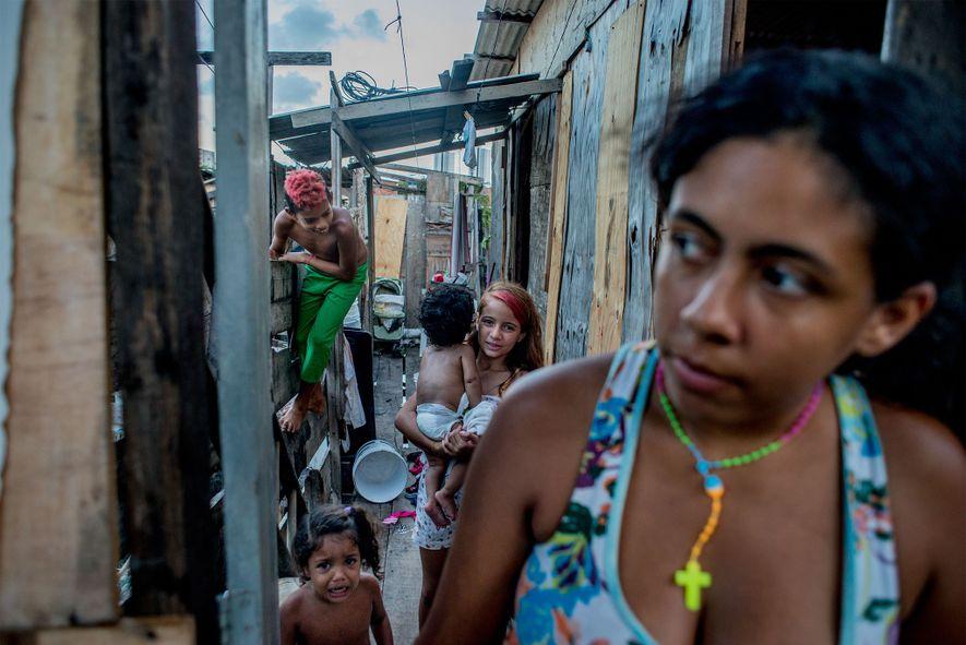 Os oito membros da família Regina Kelli Siqueira foram infetados com chicungunha e dengue, e provavelmente ...