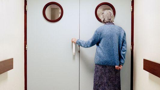 Imagens Comoventes Mostram-nos a Vida Dentro de uma Ala para Doentes Com Alzheimer