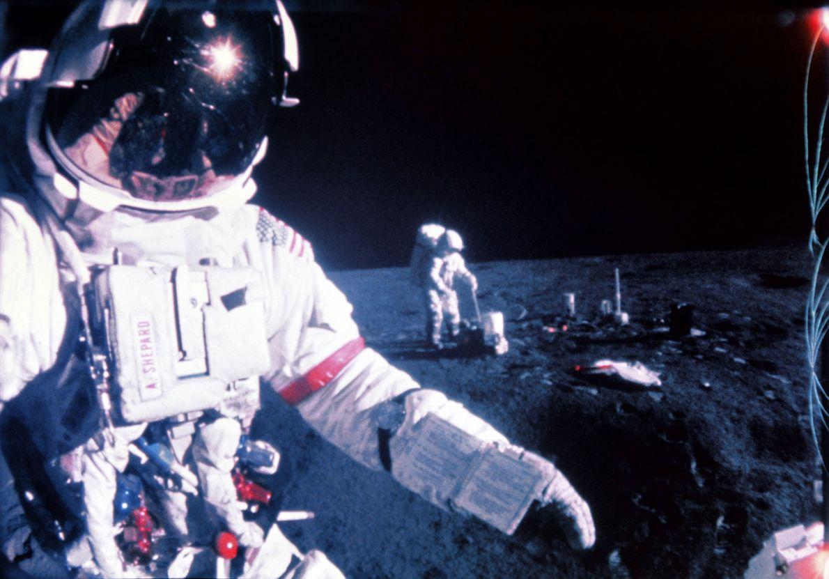 Astronautas numa missão à lua