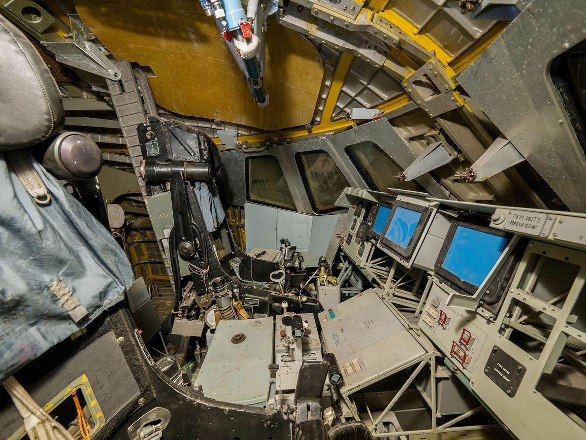 Fotografia do cockpit de uma nave espacial Russa