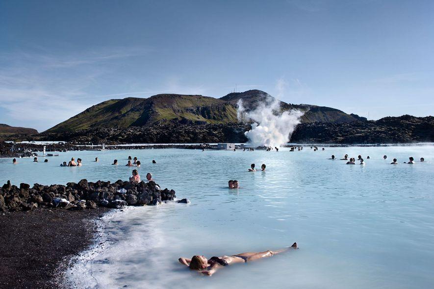 A Lagoa Azul é apenas uma das opções para quem quer mergulhar nas águas geotermais com ...