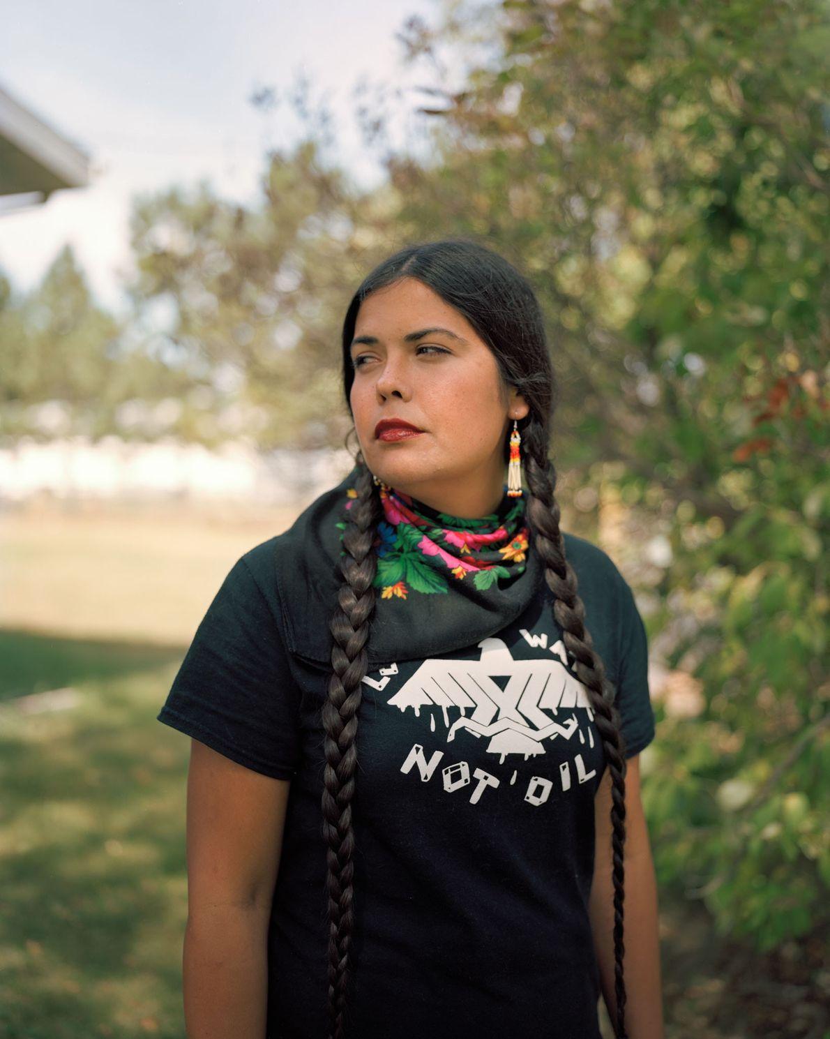 Tara Houska, uma Ojibwa da Primeira Nação Couchiching, em Ontário, usa a lei e a advocacia ...