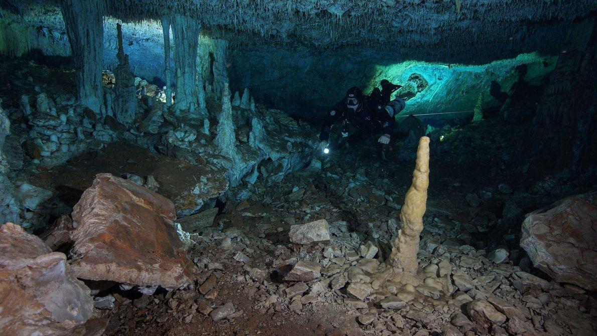 Os humanos usam ocre há centenas de milhares de anos para uma variedade de fins, incluindo ...