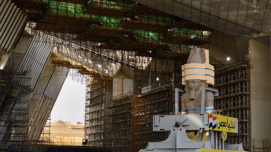 A Colossal Estátua de Faraó Que Mudou de Lugar
