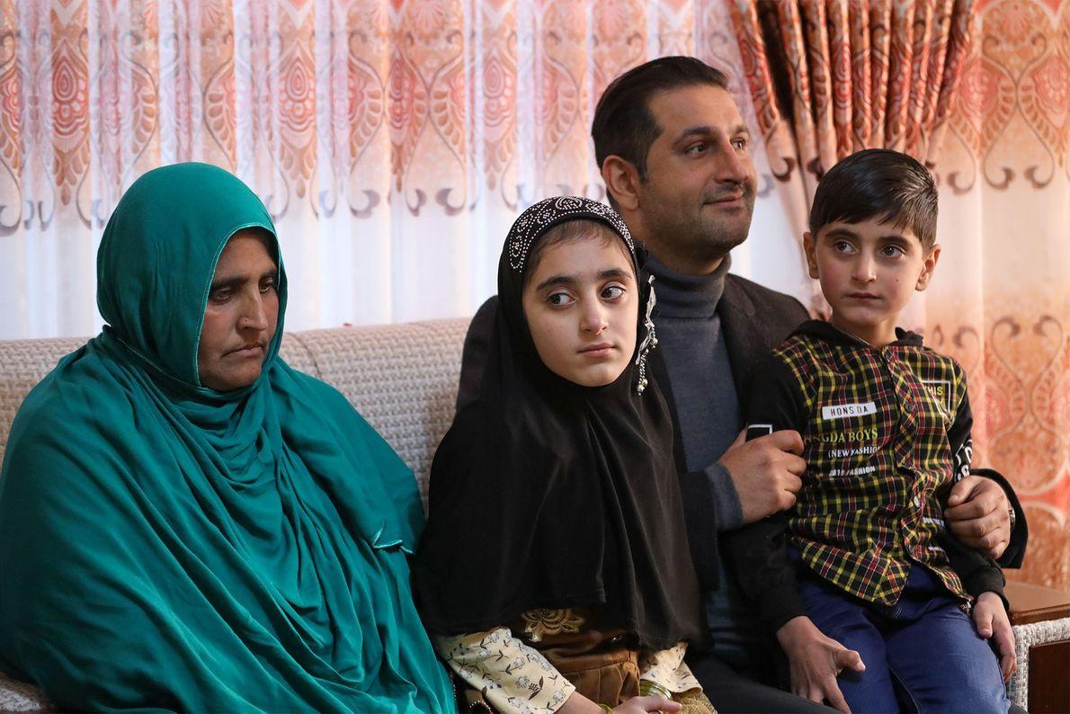 A 'Rapariga Afegã' Regressa a Casa