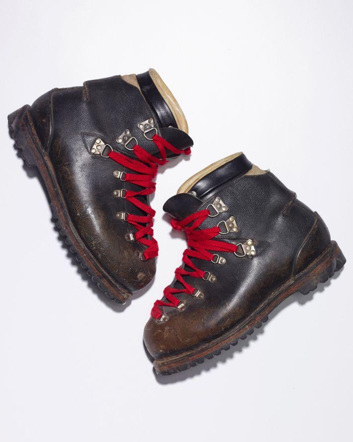 Barry Bishop fez o caminho de regresso com as suas botas de montanha.