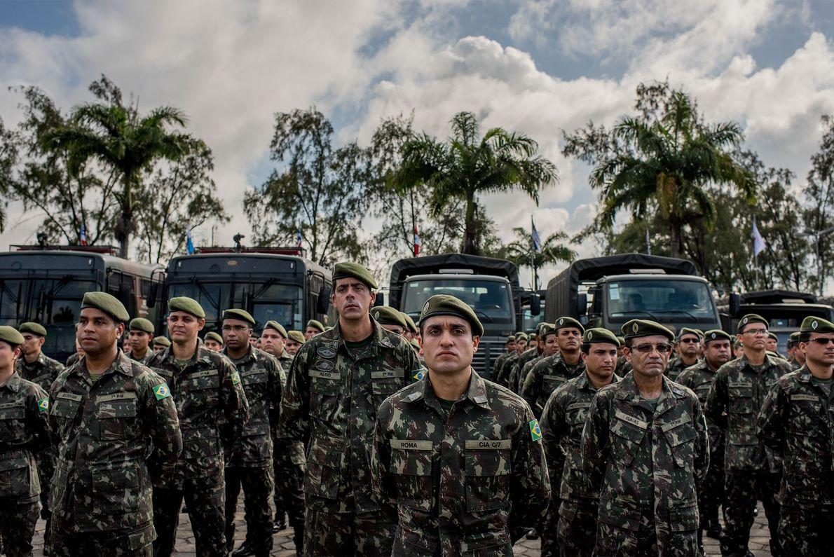 Formação de soldados do exército brasileiro
