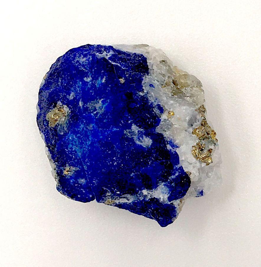 Durante a Idade Média, o Afeganistão era a única fonte conhecida de lápis-lazúli. A pedra rara ...