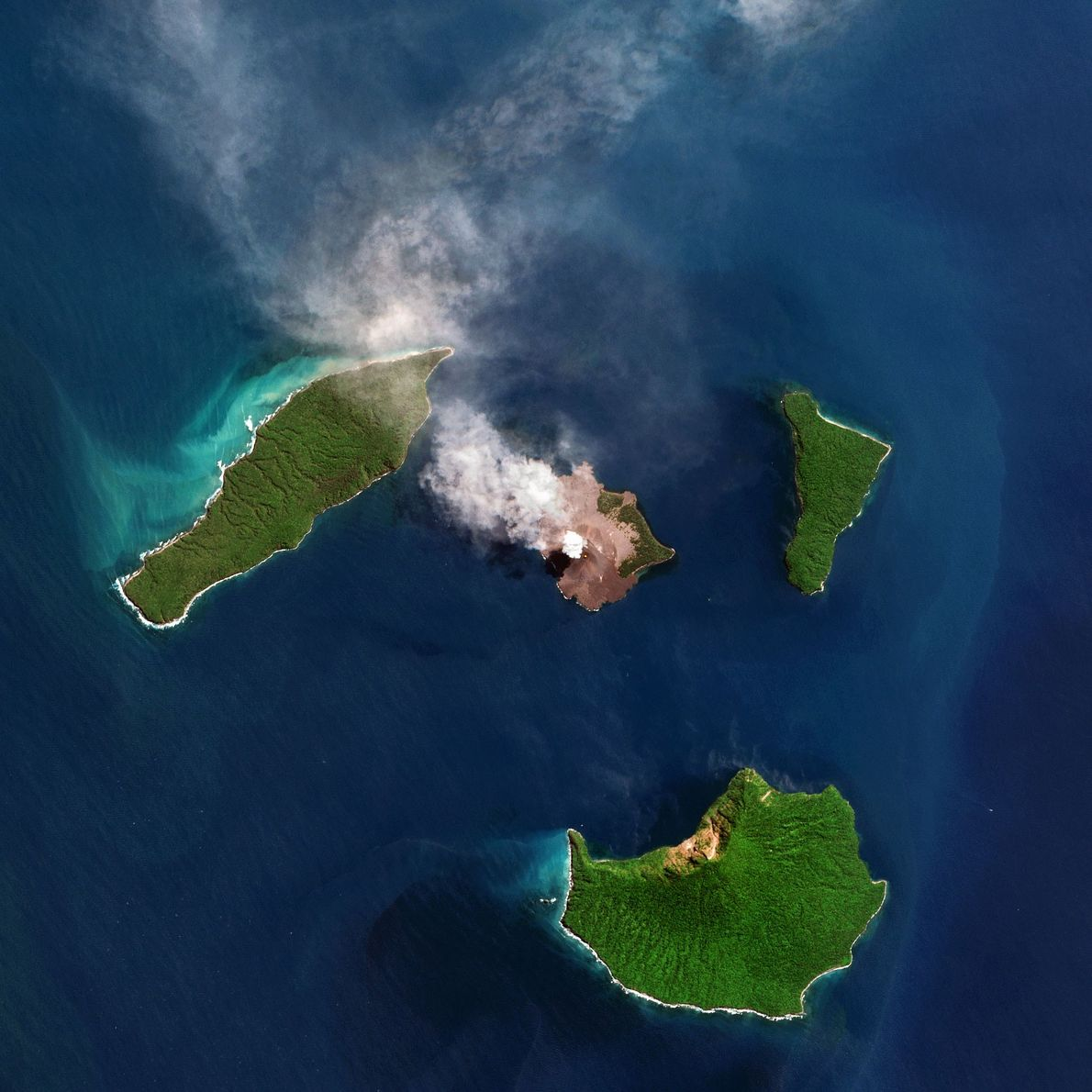 "vulcão indonésio, Anak Krakatau (""filho de Krakatoa"")"