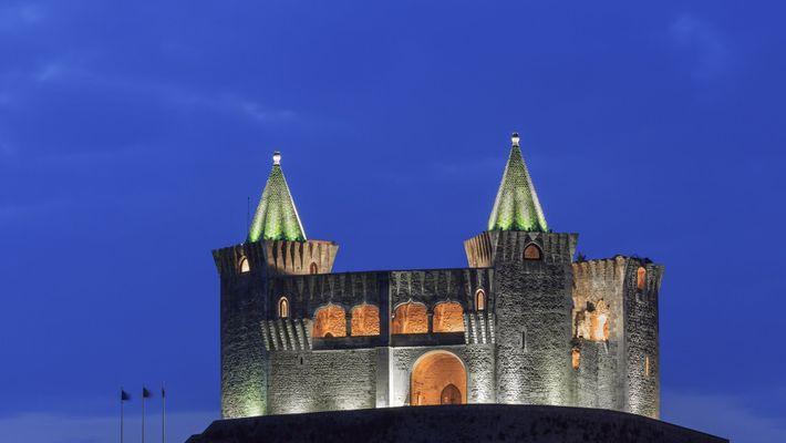 Castelo de Porto de Mós, iluminado.