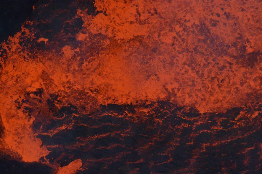 A agitação de lava num dos lagos de Ambrym antes da erupção de 2018. Os lagos ...