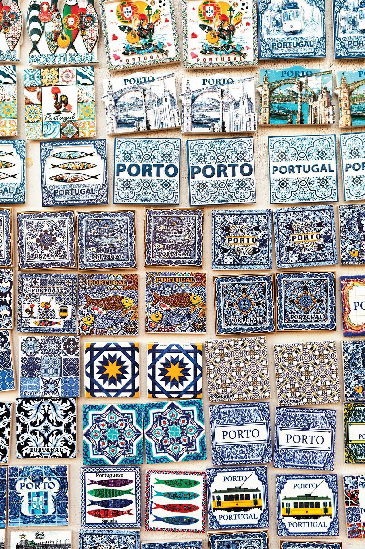 No Porto, os azulejos pintados são souvenirs perfeitos.