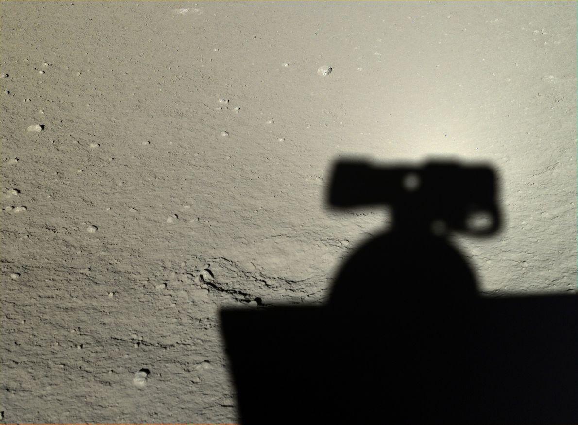 Imagem da sombra de Yutu na lua