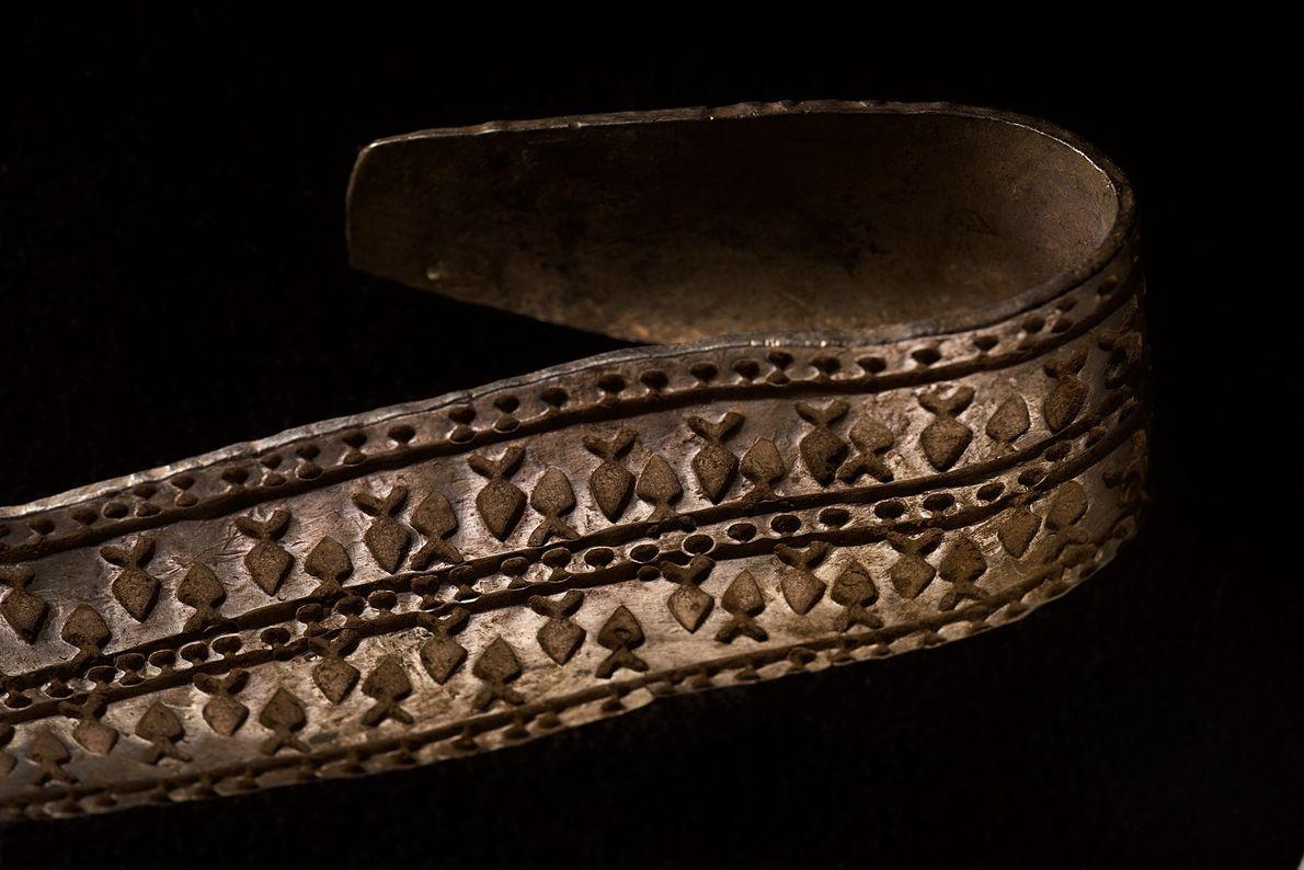 Fotografia de um anel braço de prata