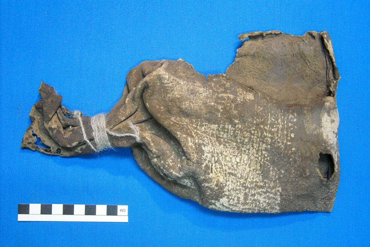 A bolsa de focinhos de raposa foi encontrada num saco de couro maior, que continha outros ...