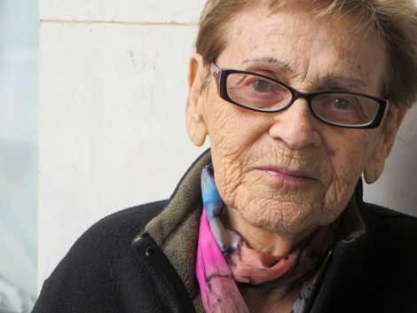 Esta fotografia de Edith Grosman, na altura com 92 anos, foi tirada em Poprad, na Eslováquia, ...