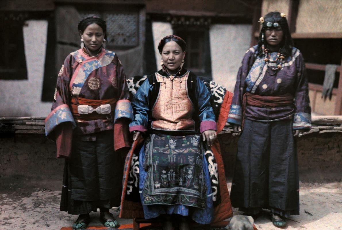 Nos anos 30 do século XX, o reino isolado de Muli era semiautónomo e governado por ...