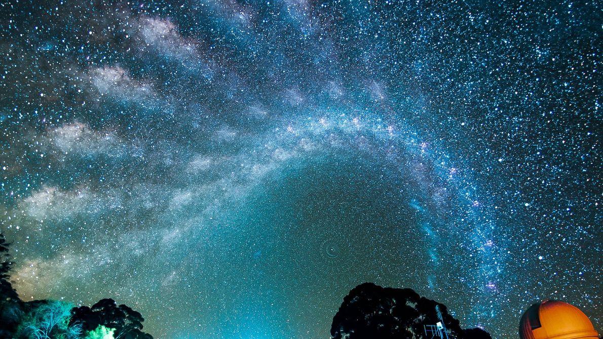 Incrível Movimentação da Via Láctea Pelo Céu Noturno