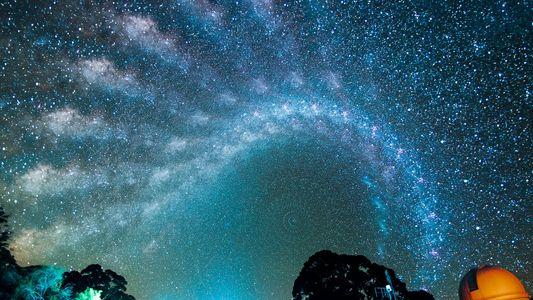 Veja a Incrível Movimentação da Via Láctea Pelo Céu Noturno