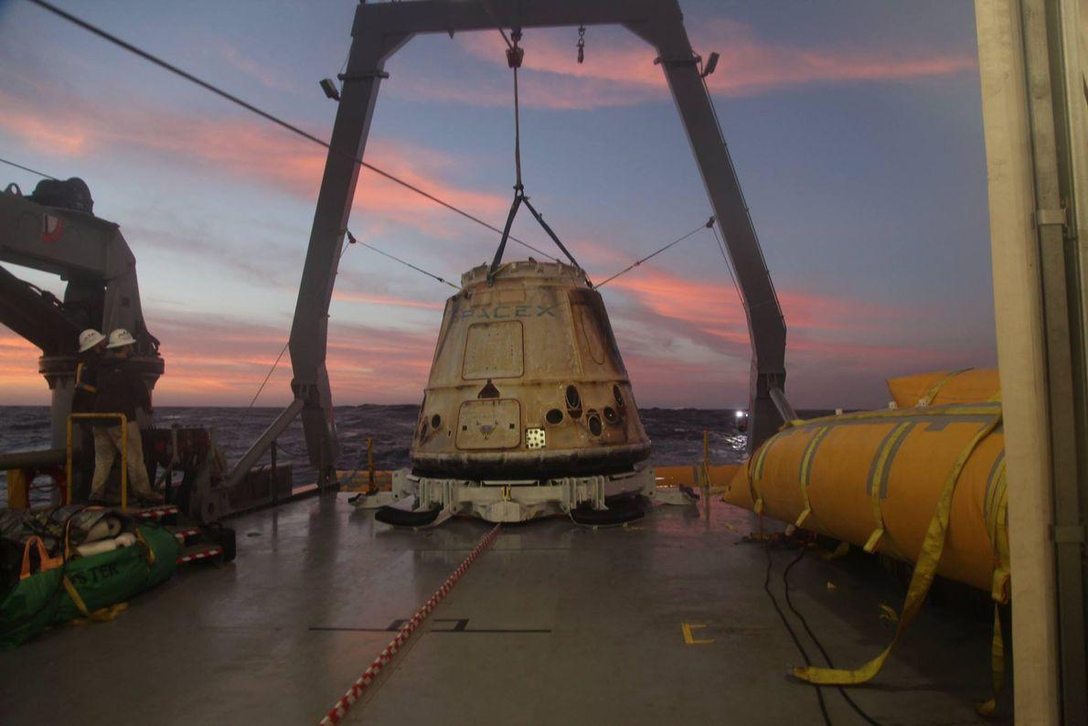 Desde 2012 que a SpaceX utiliza a sua nave Dragon para transportar carga para a ISS. ...