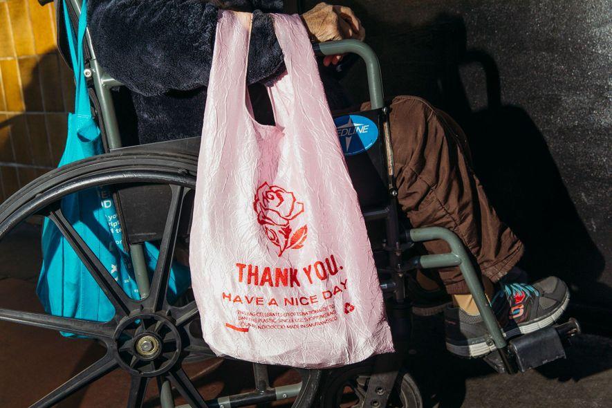 sacos de plástico, artista Lauren DioCioccio