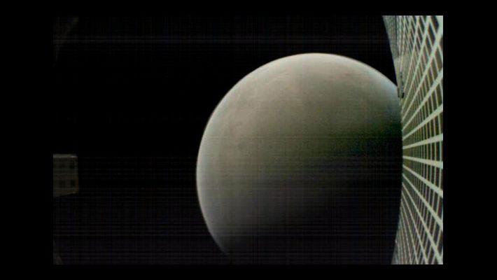 MarCO-B, um dos CubeSats experimentais, tirou esta fotografia de Marte a cerca de 7560 quilómetros de ...