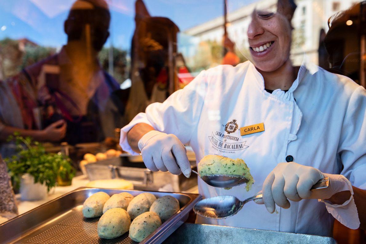 Em Lisboa, a Casa Portuguesa do Pastel de Bacalhau especializa-se em sabores tradicionais da cozinha portuguesa, ...