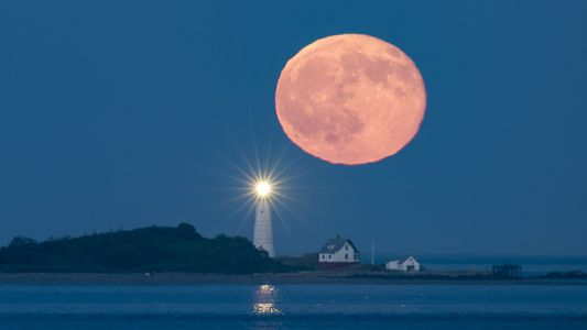 Uma Rara Lua Cheia Vermelha: Veja a Sequência de Fotografias