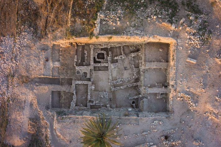 Tel Megiddo foi uma importante cidade-estado cananeia durante a Idade do Bronze, entre 3500 a.C. e ...