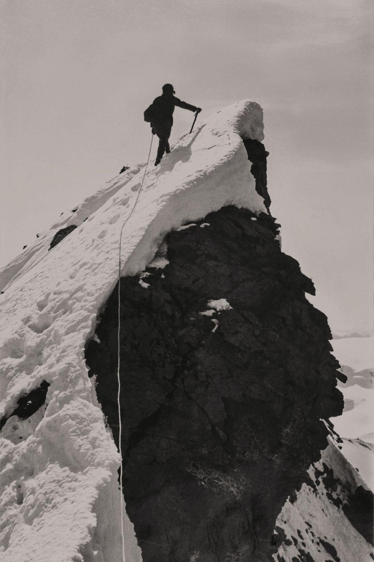 Alice Damesme caminha até ao cume de Matterhorn.