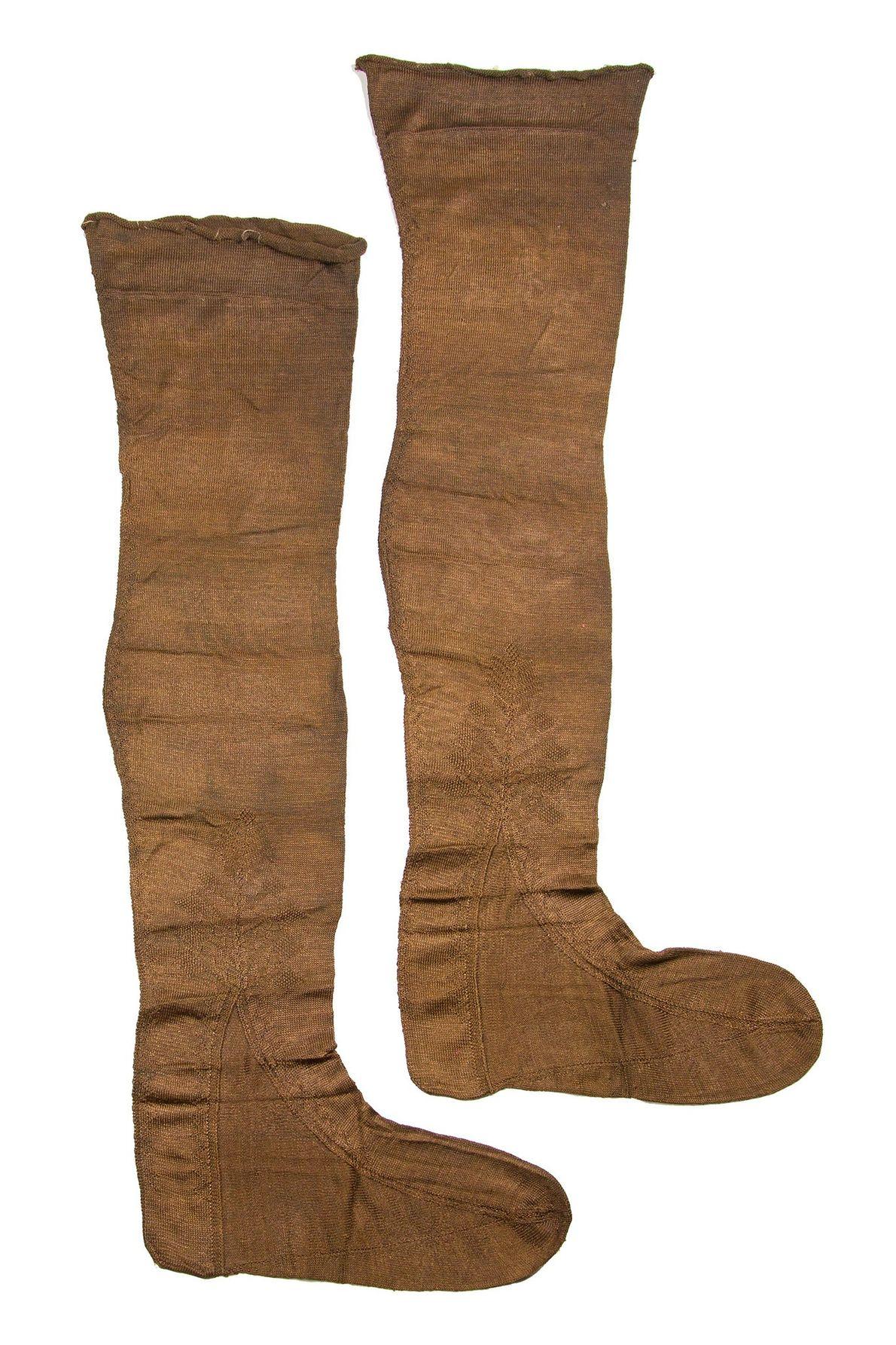 Fotografia de meias de senhora encontradas num naufrágio no Mar do Norte