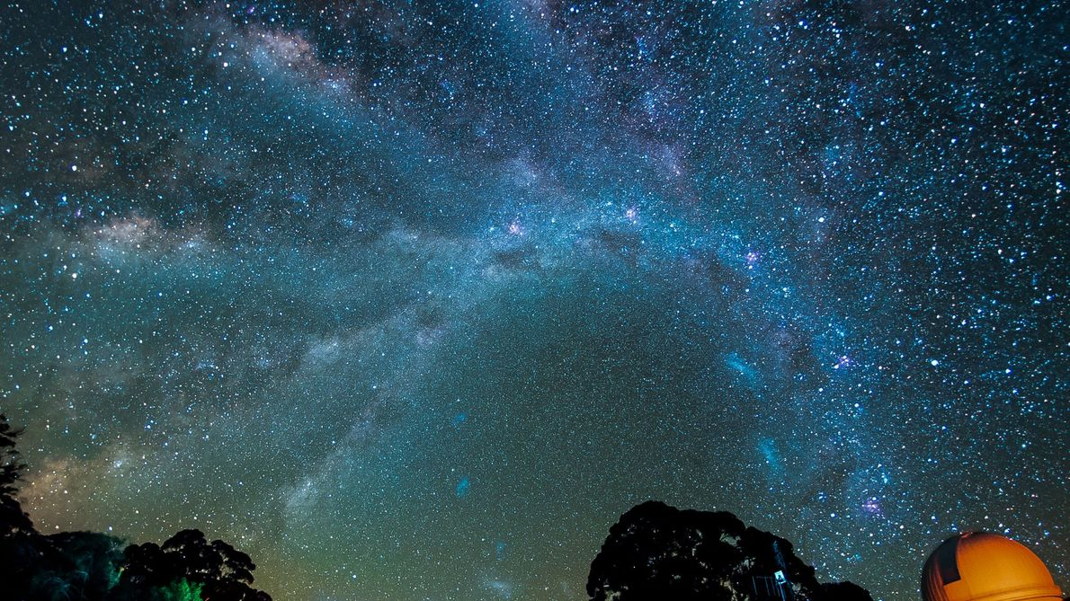 A Incrível Movimentação da Via Láctea Pelo Céu Noturno