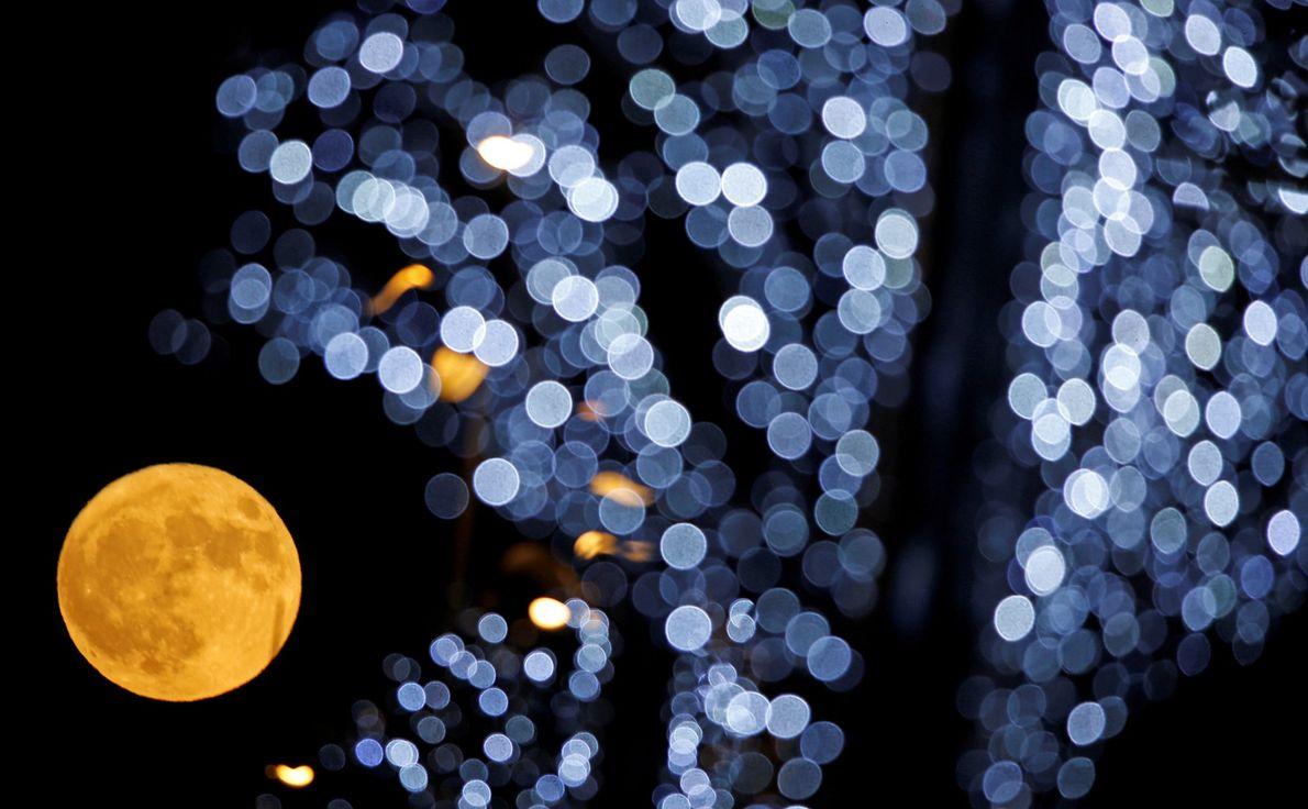 A Superlua Mais Brilhante do Ano em Fotografias