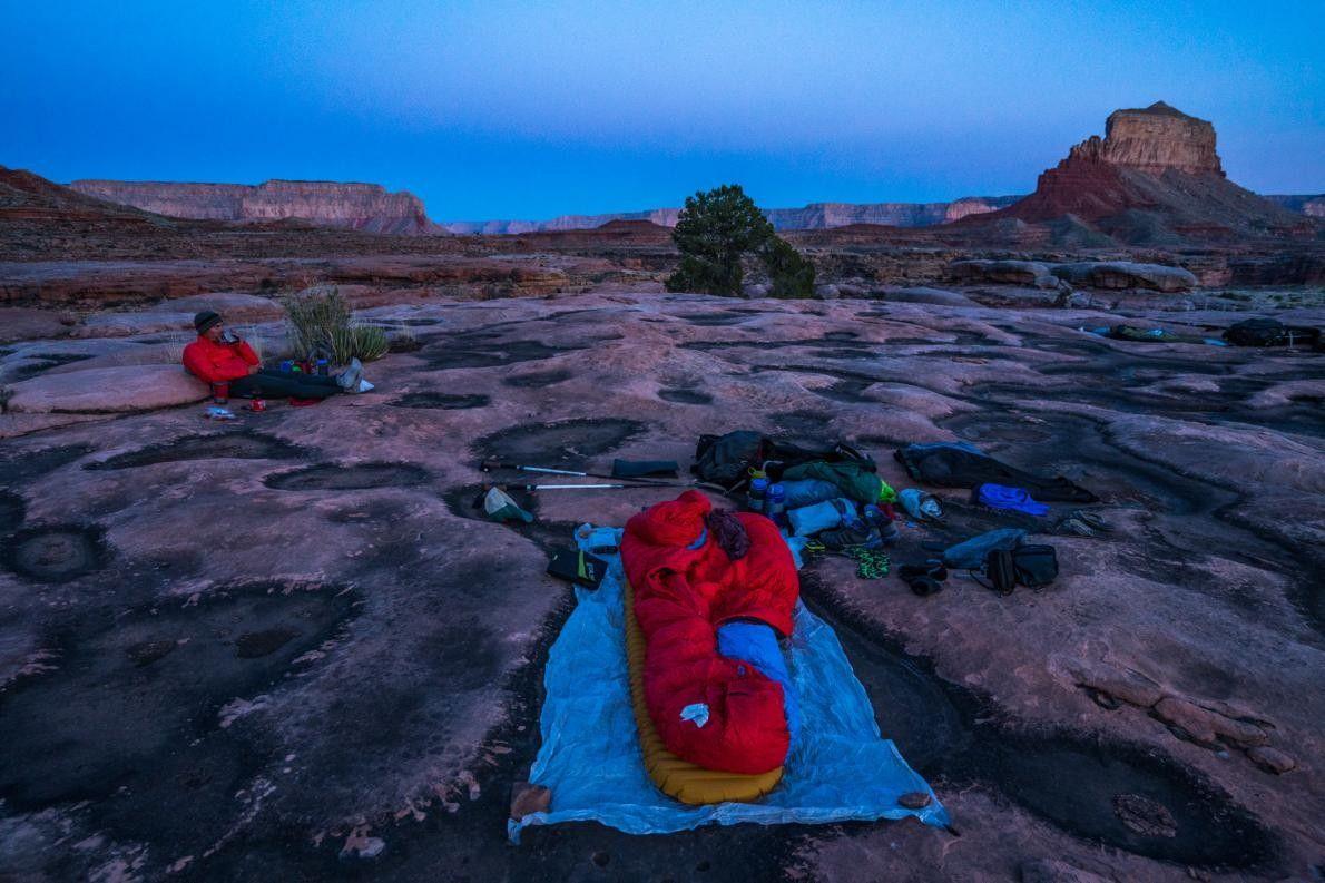 Um grupo de caminhantes acampa na zona norte do Grand Canyon.