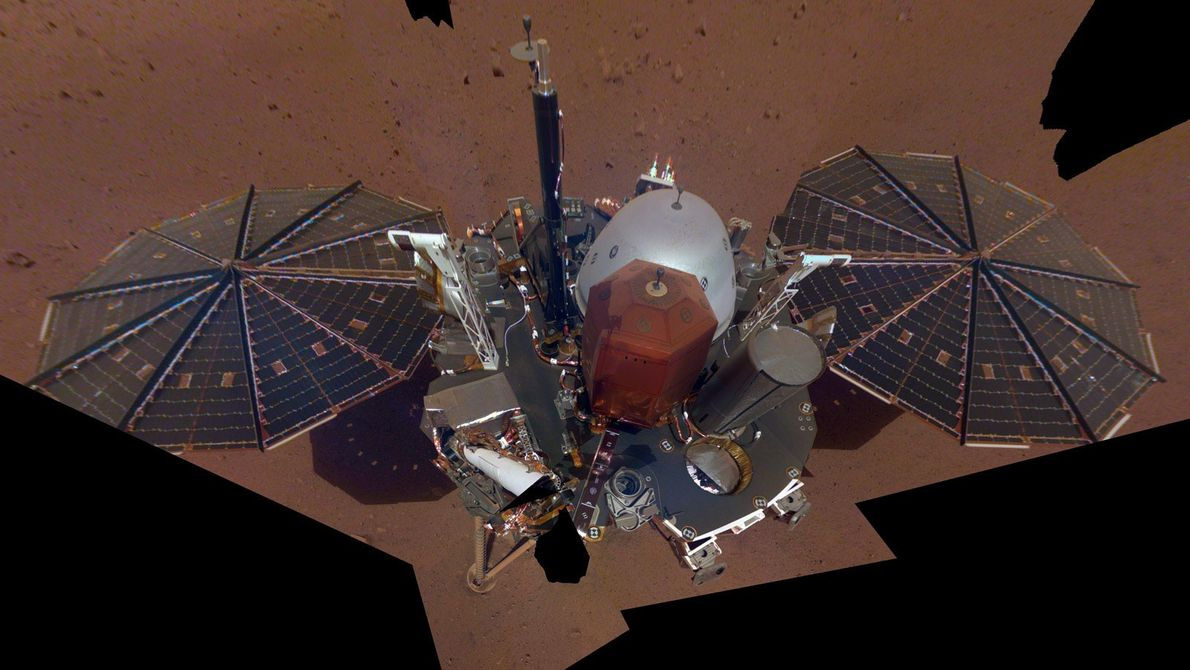 A sonda InSight Mars da NASA captou a sua primeira selfie de corpo inteiro, em Marte, ...