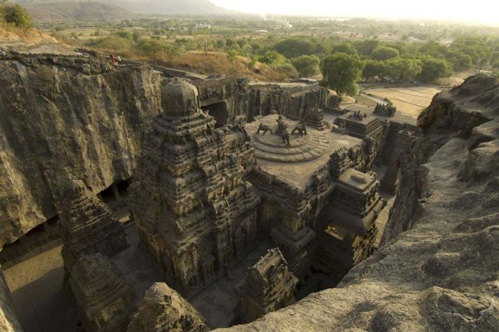 Magníficas Construções Antigas Esculpidas na Pedra