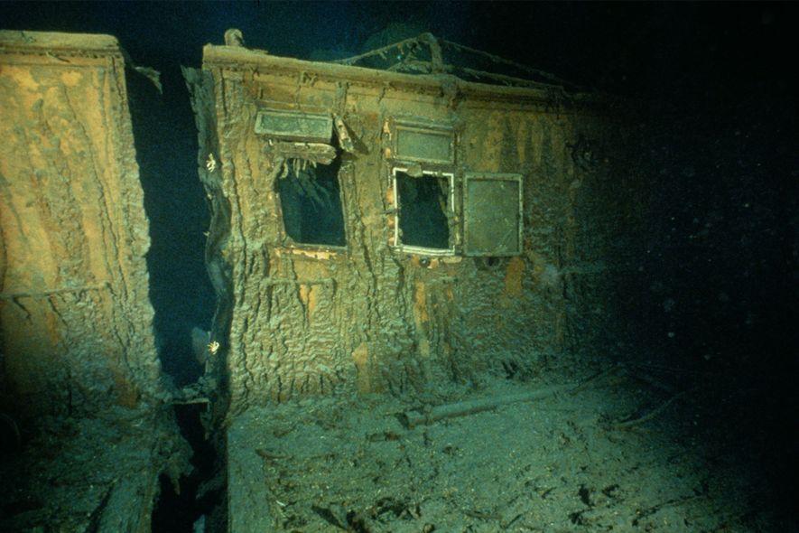 As janelas estão abertas na sala dos oficiais a estibordo do Titanic.