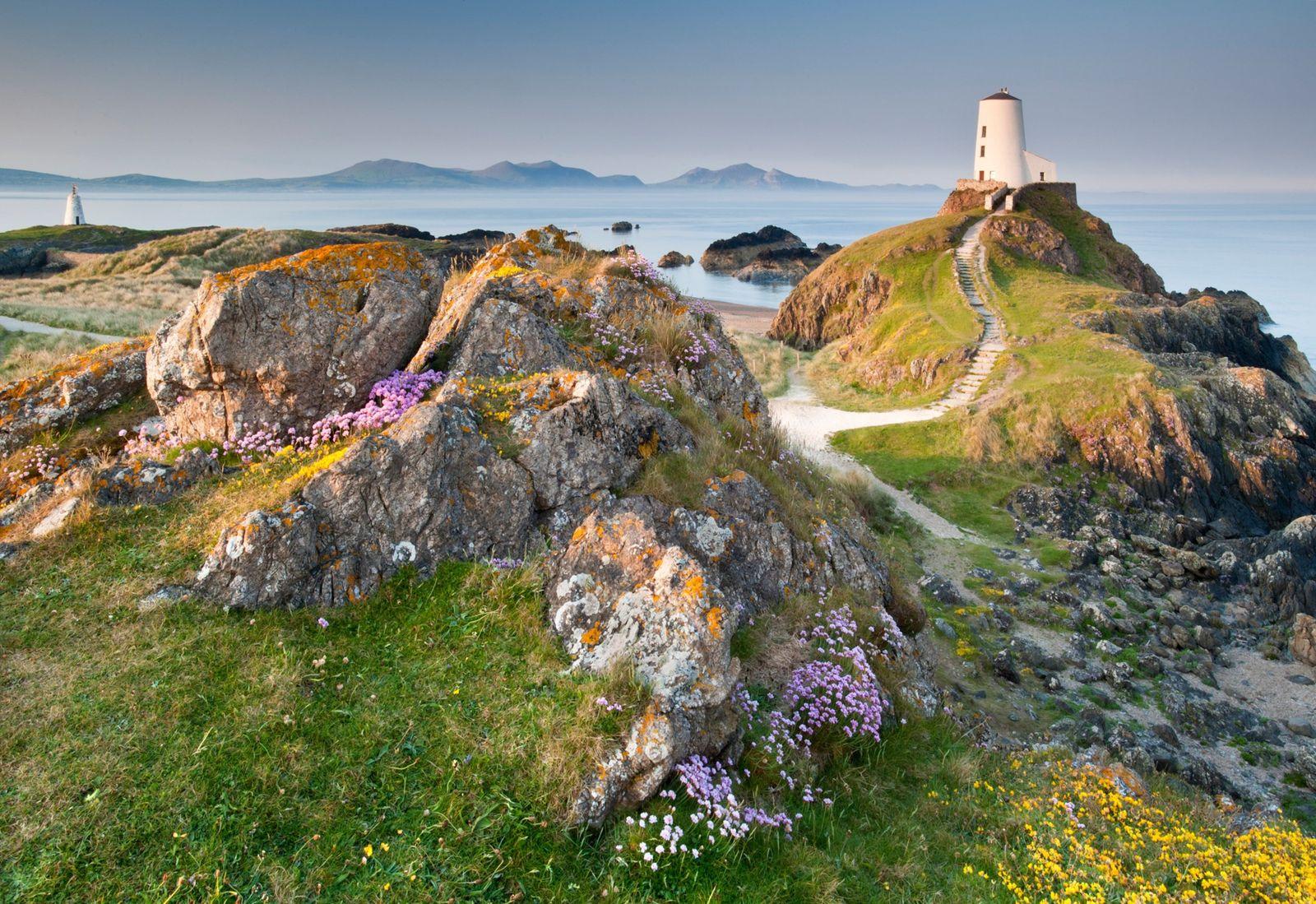 O farol Twr Mawr, em Anglesey, no Reino Unido, é uma paragem obrigatória ao longo da ...