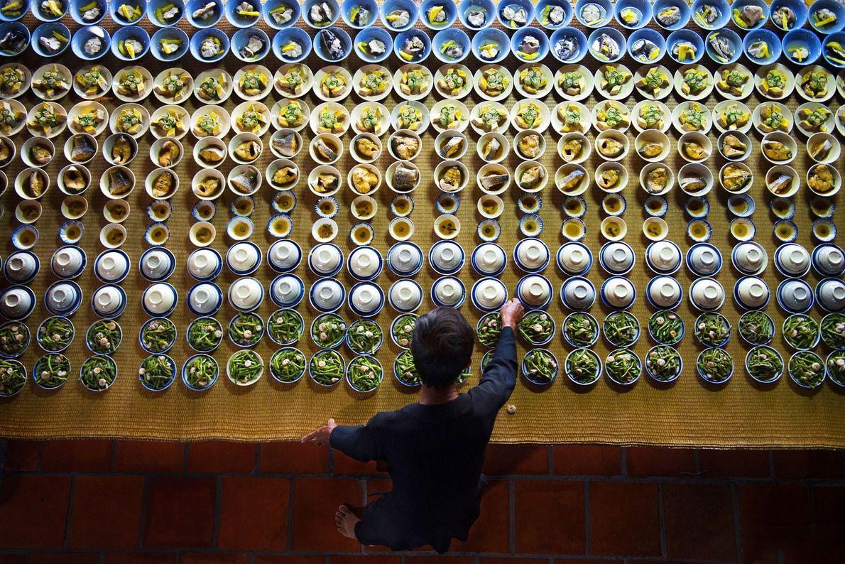 Mesa posta para um festival na cidade portuária de Vũng Tàu, no sul do país.