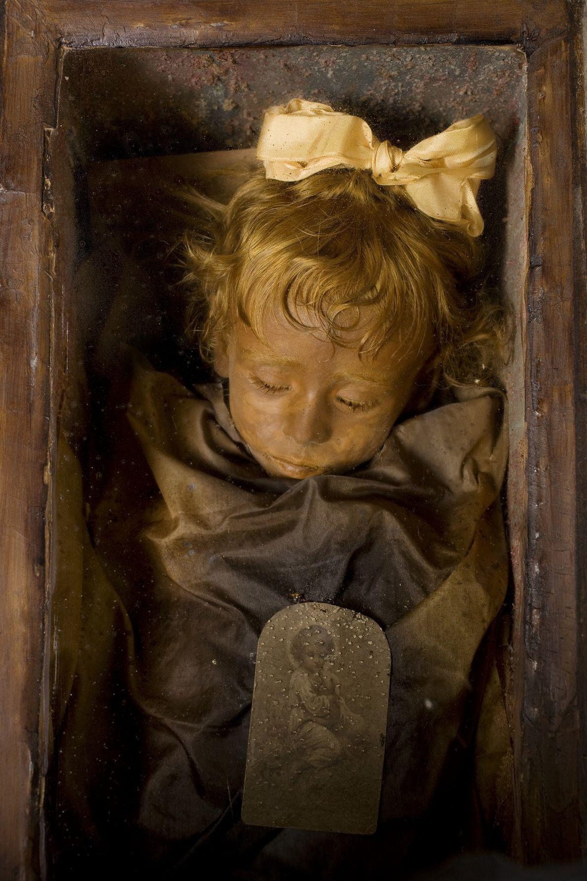 Restos mumificados de uma menina