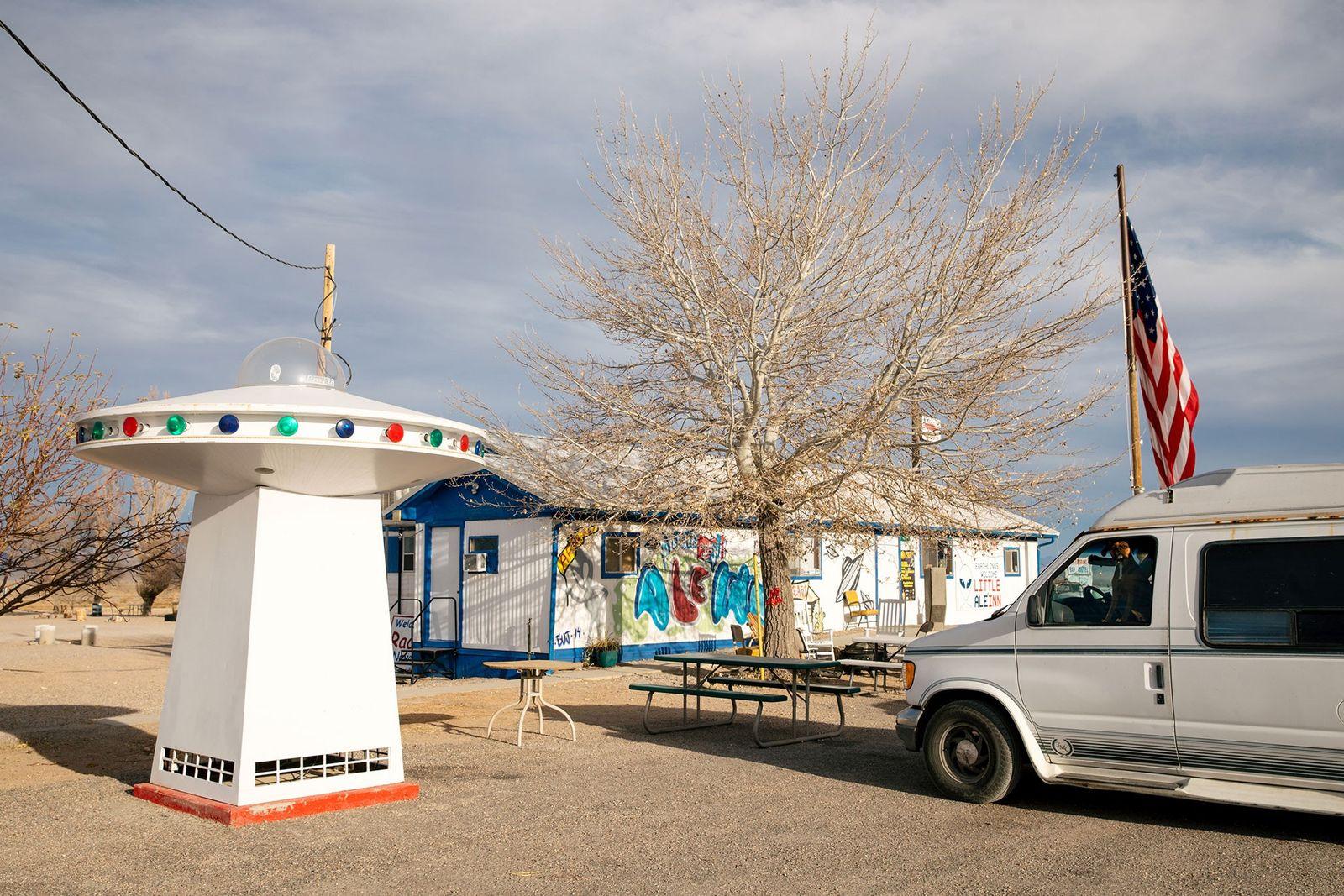 O restaurante e bar Little A'Le'Inn, em Rachel, no Nevada (população: 54) é o único negócio ...