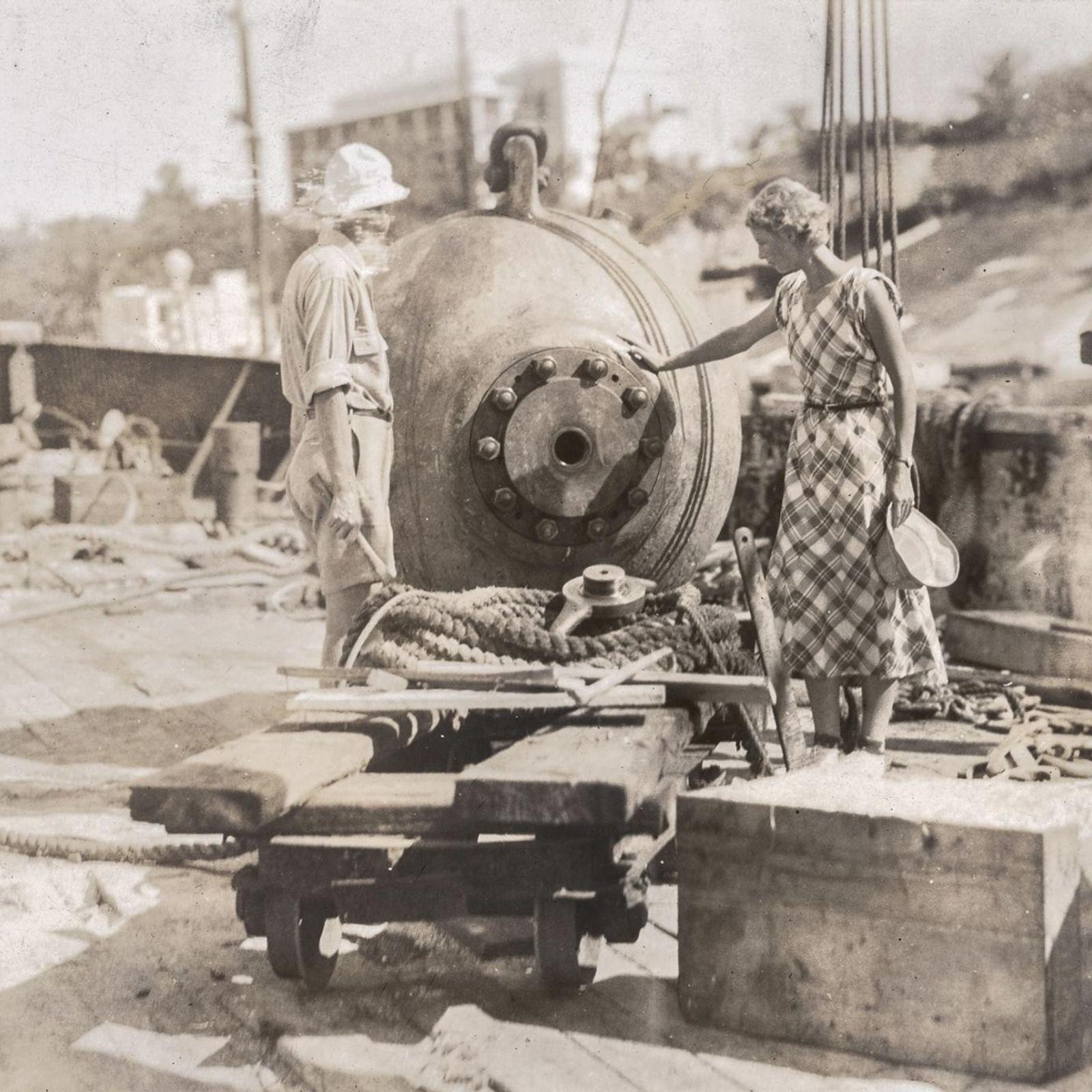 Na década de 1930 foi feito um empreendimento ousado para explorar as profundezas do mar com ...
