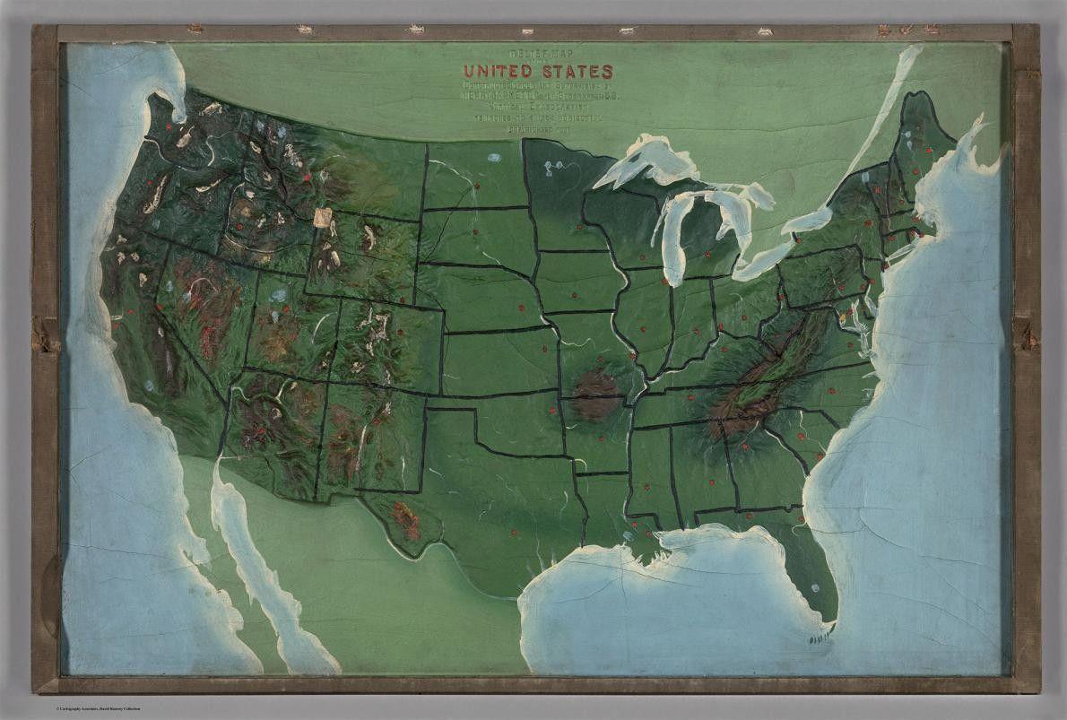 No fundo da caixa estava um mapa de relevo 3D dos Estados Unidos.