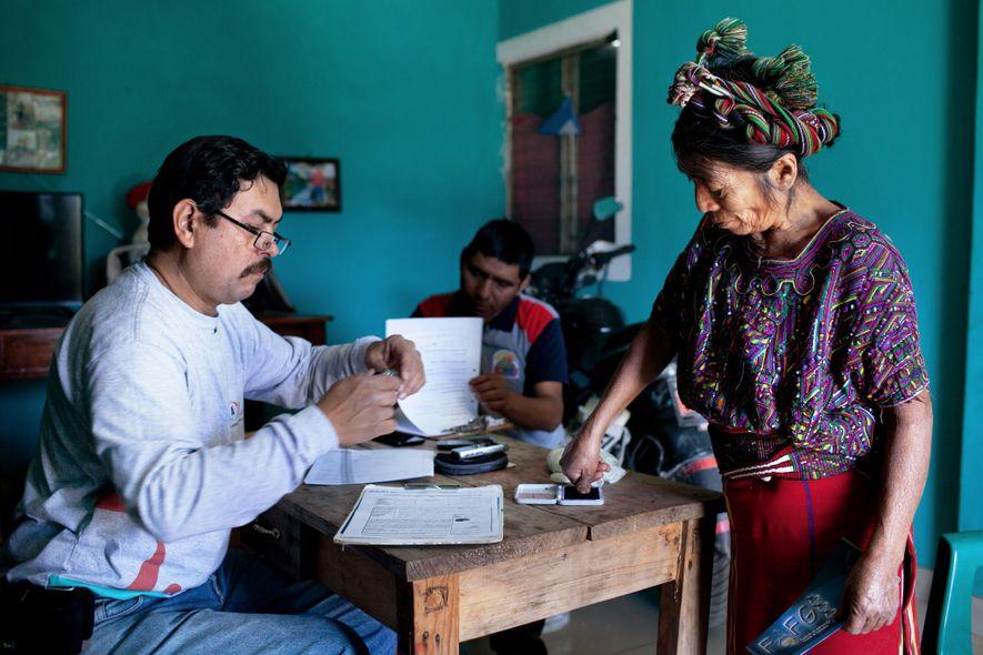 Jorge Luis Romero de Paz, investigador forense, entrevista Maria Brito, uma viúva que esperava que os ...