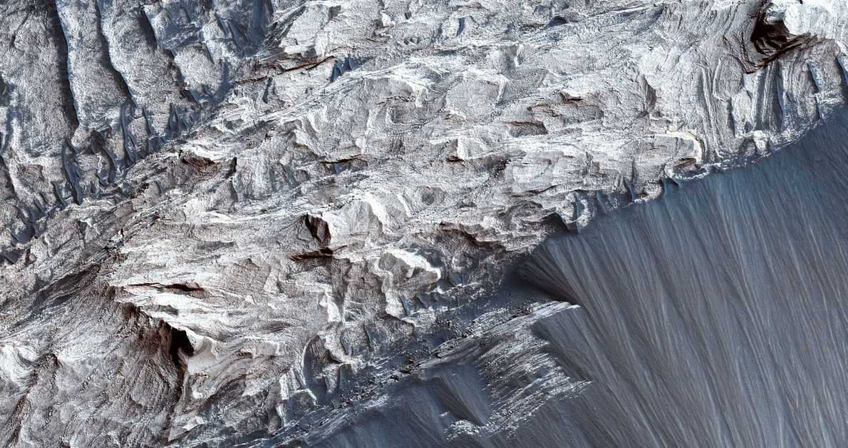 Melas Chasma é o segmento mais vasto de Valles Marineris.