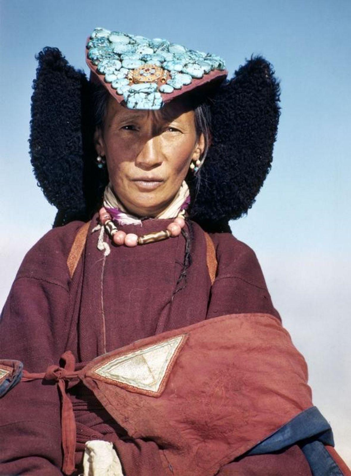Uma antiga rainha de Ladakh, na Índia, em 1951.