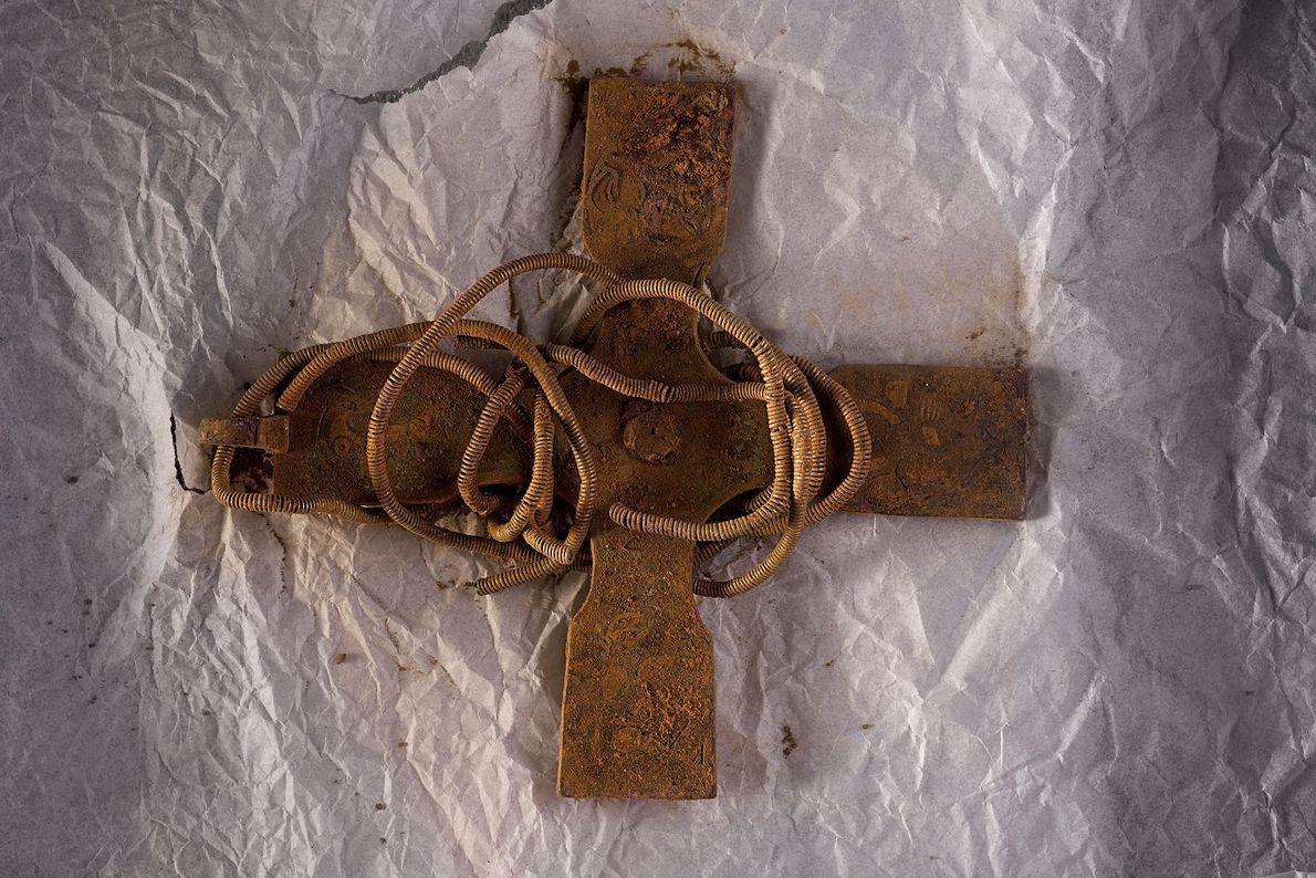 Fotografia de uma cruz antiga