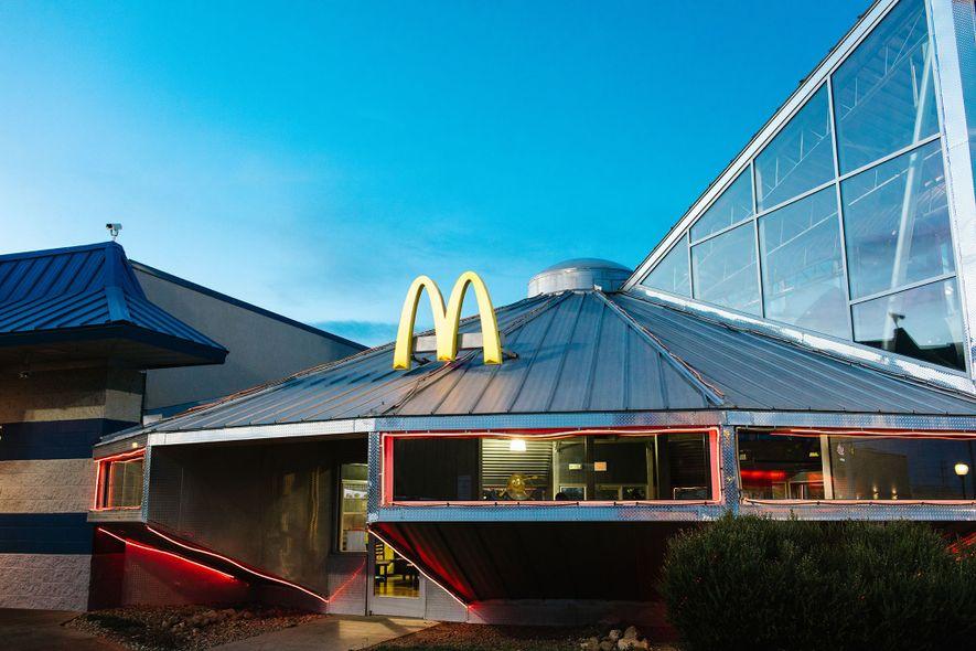 Em Roswell, no Novo México, o único restaurante McDonald's em forma de OVNI do mundo atrai ...